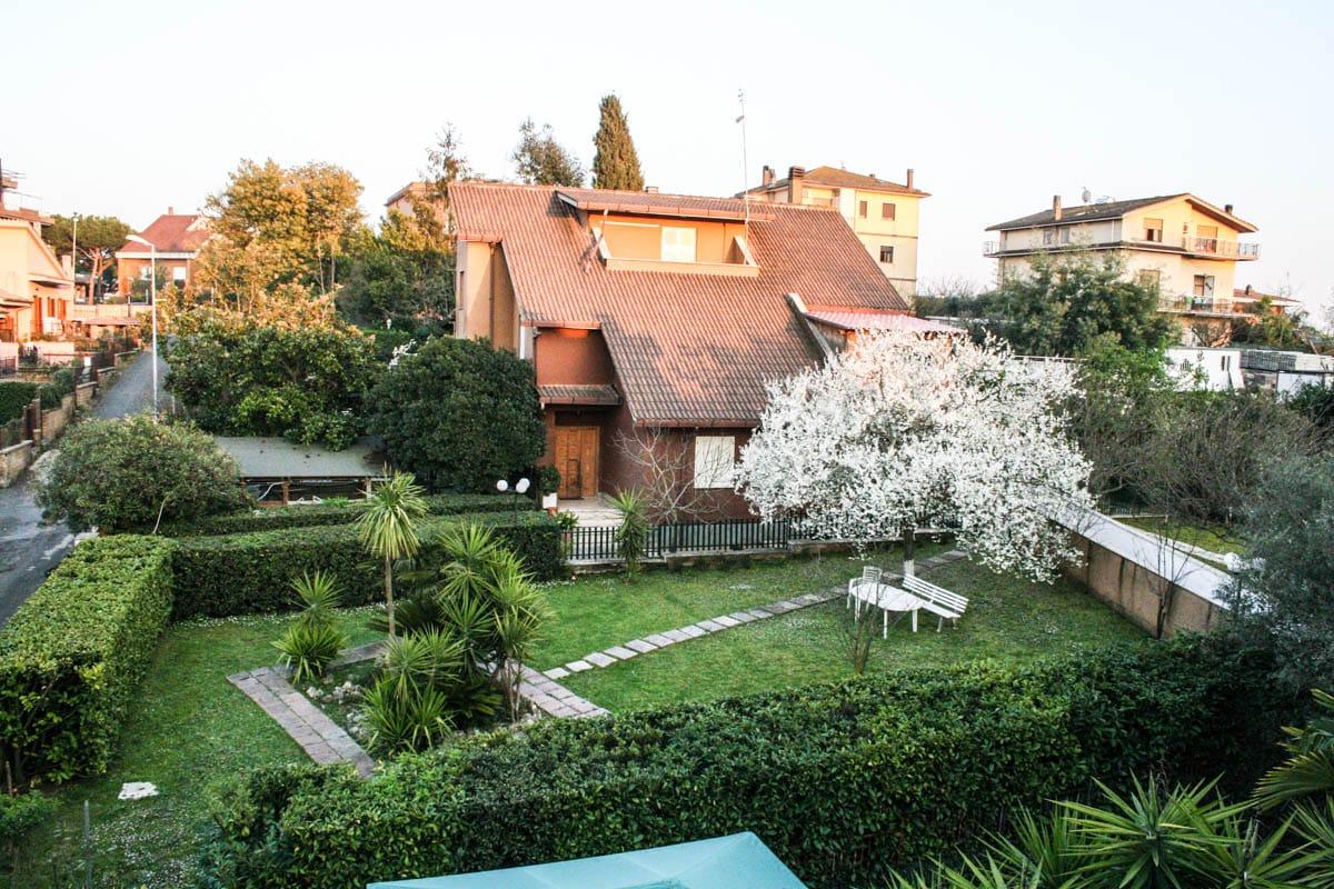 Casa di riposo roma nord con ampio giardino residenza la dolce vita - Casa con giardino roma ...
